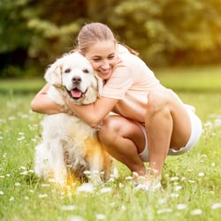 Healthy Inflammatory Response – Woman cuddling with dog in a field